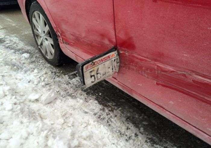 Як невдалий винуватець ДТП втік з місця аварії (2 фото)