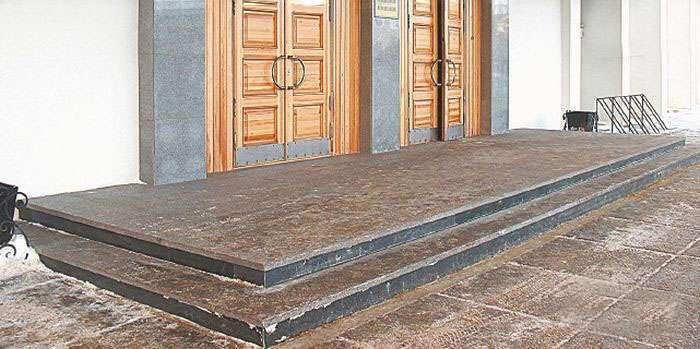 На новий ганок мерії Архангельська пішло більше 1 мільйона рублів (2 фото)