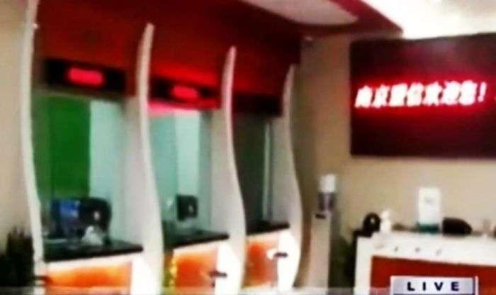 Грандіозна афера по-китайськи: шахраї відкрили фальшивий банк (3 фото)