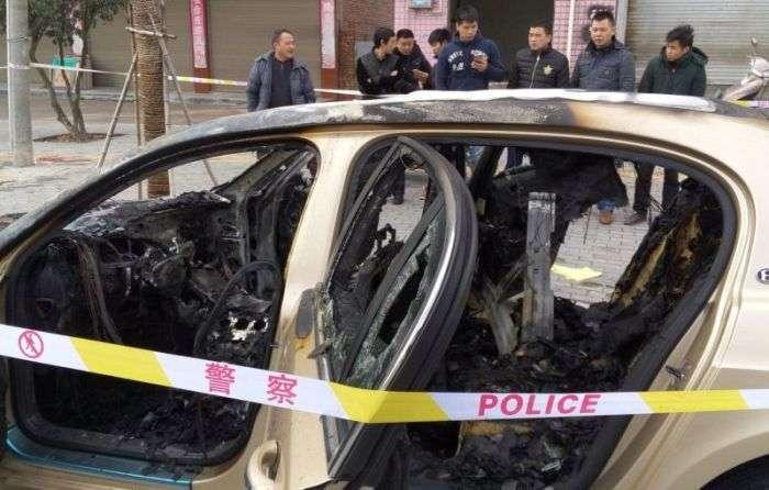 Китайські страховики відмовилися платити за згорілий Bentley (6 фото)