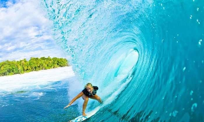 Стійка американка продовжує займатися серфінгом, незважаючи на інвалідність, вагітність (16 фото)
