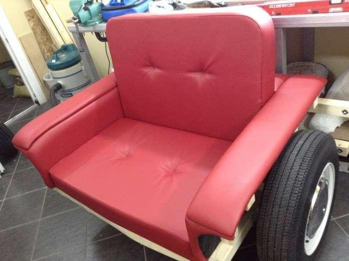 Фотозвіт створення оригінального крісла у формі ВАЗ-2101 (11 фото)