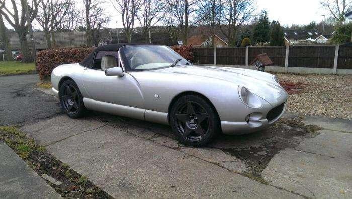 Фотозвіт про реставрацію британського спорткара TVR Chimaera (40 фото)