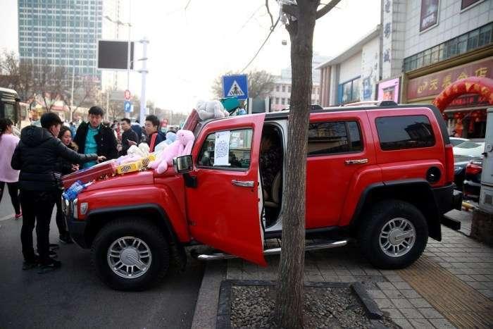 Що служить прилавком для вуличних торговців в Китаї (36 фото)