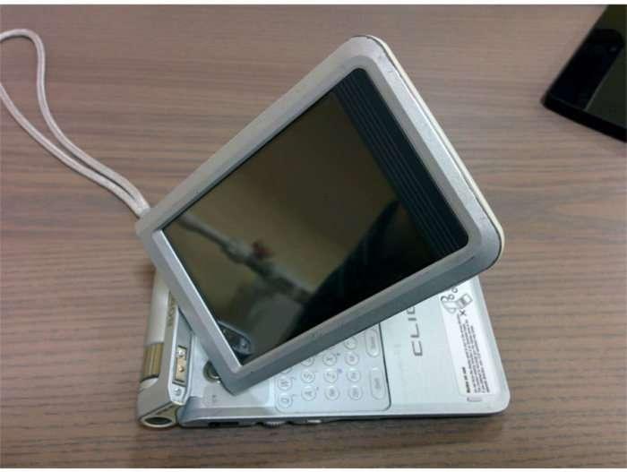 Знайомство з крутим гаджетом початку 2000-х від компанії Sony (8 фото)