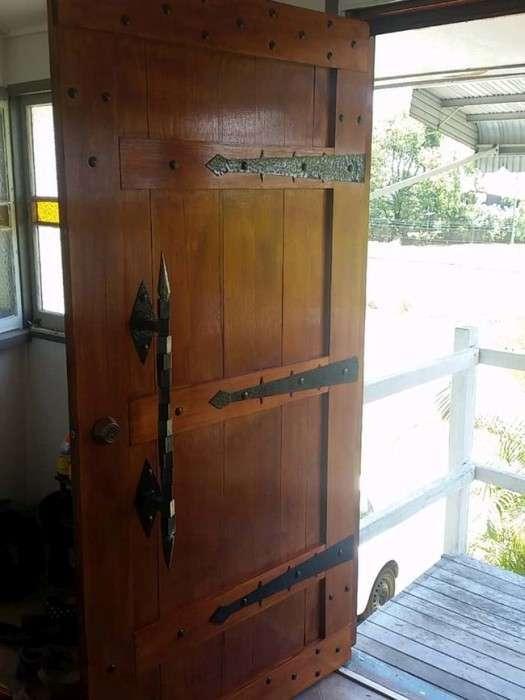 Вхідні двері в середньовічному стилі (12 фото)