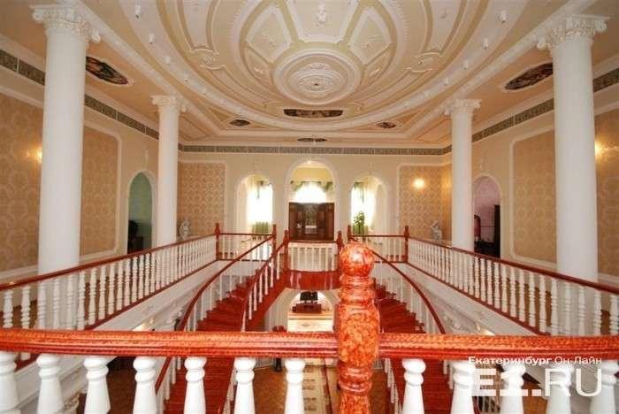 У Єкатеринбурзі продається розкішний циганський особняк (18 фото)