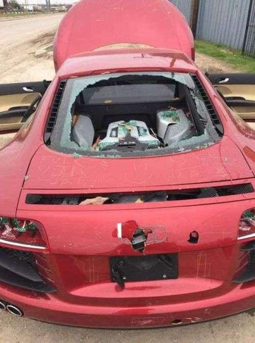 Автоместь, з-за якої постраждав дорогий суперкар (4 фото)