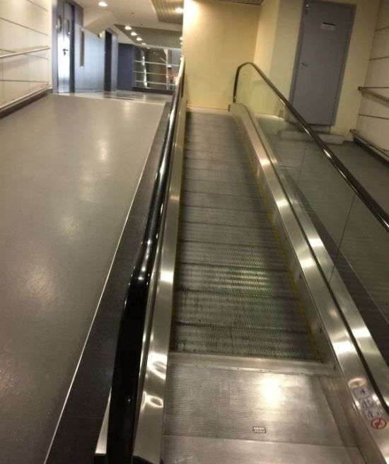 Дивний ескалатор в російському аеропорту (5 фото)