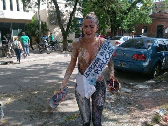 Як дівчата з Аргентини святкують вручення диплома (18 фото)