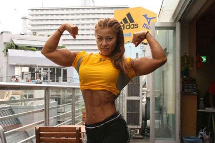 Вгадайте вік цієї спортсменки? (20 фото)