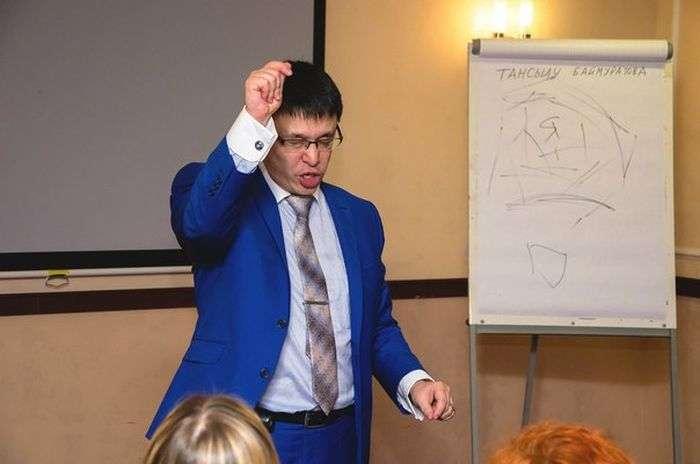 Тренінг, який вчить тому, як вийти заміж за гідного чоловіка (7 фото + відео)
