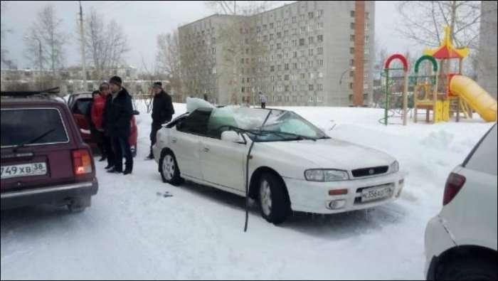 Величезна бурулька зімяла дах автомобіля (3 фото)