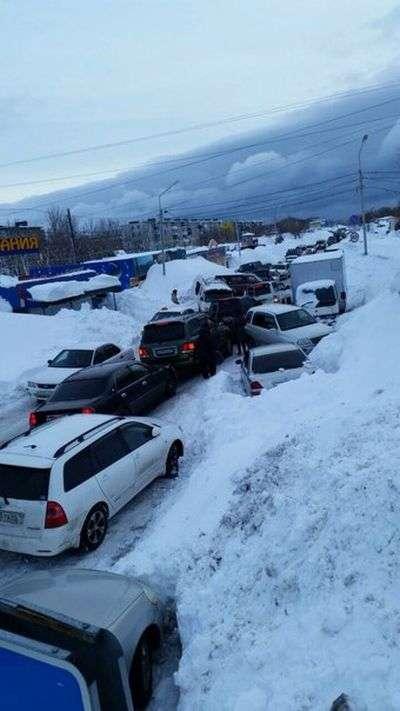 На Камчатці ліквідують наслідки сильного снігопаду (50 фото)
