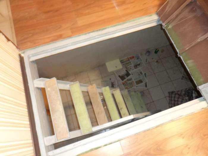 У Хакасії 83-річну пенсіонерку виселили з власної квартири (3 фото)
