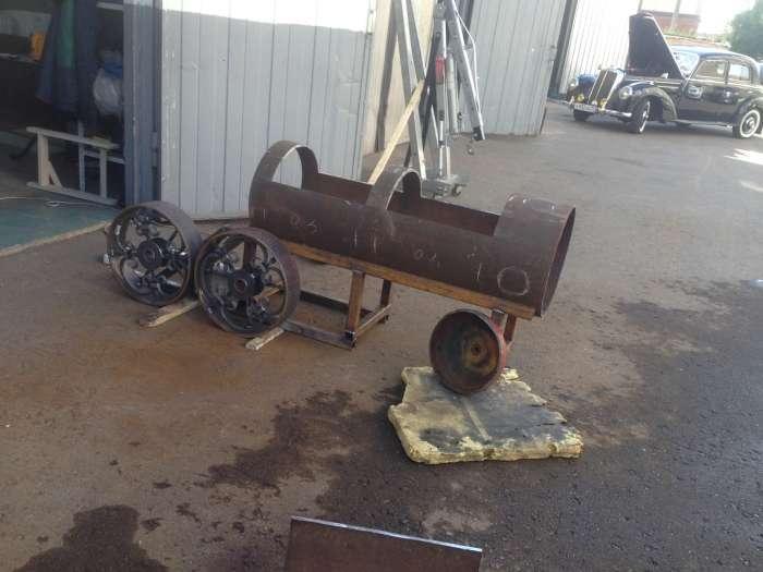 Оригінальний мангал у вигляді паровоза (40 фото)