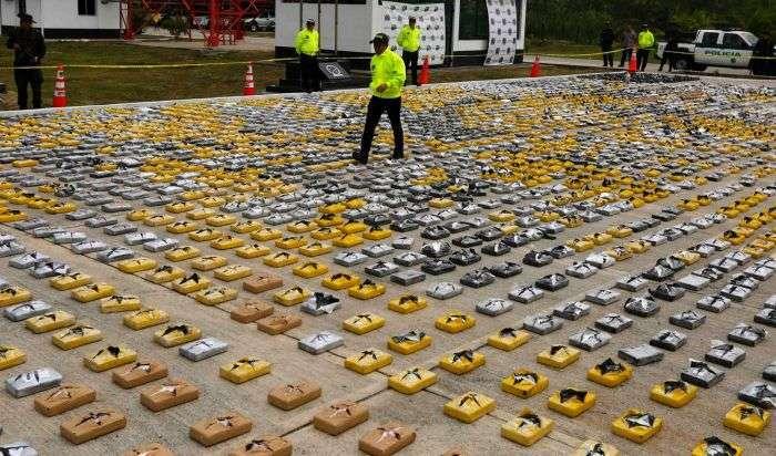 Поліція Колумбії вилучила 3,3 тонни кокаїну на суму понад 90 млн доларів (6 фото)