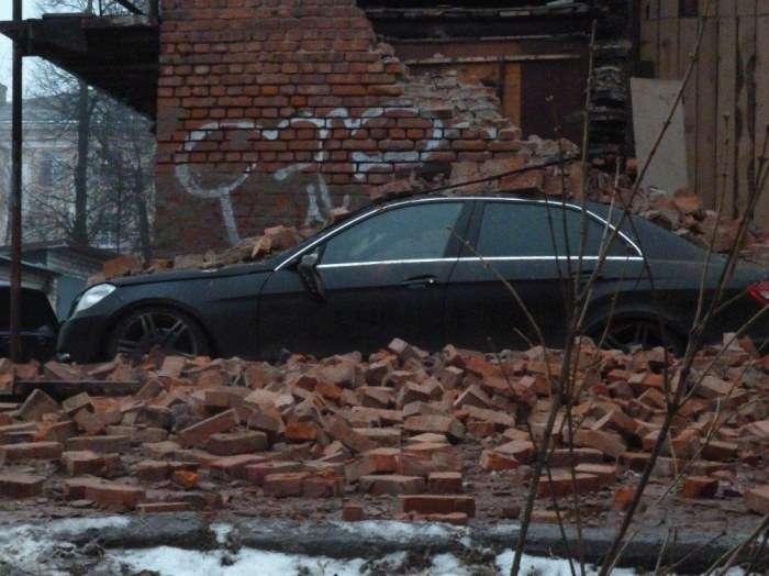 Водій неправильно вибрав місце паркування (3 фото)