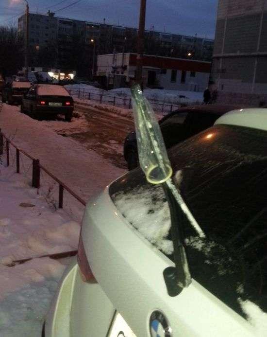 Тонкий натяк любителю паркування на тротуарах (2 фото)