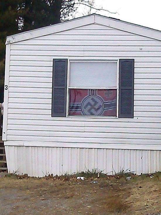 Якісь дивні сусіди (3 фото)