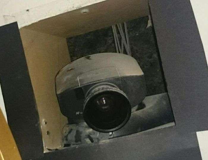 Знахідка за дзеркалом в орендованій квартирі (3 фото)