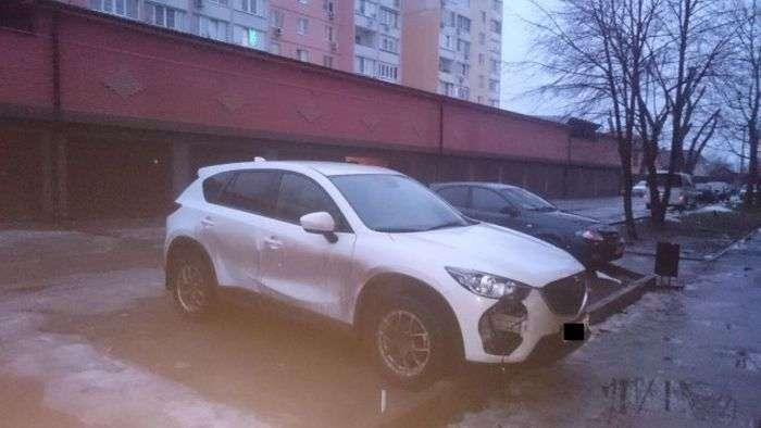 У Ростові автомобілів Mazda вирізають протитуманки (2 фото + відео)