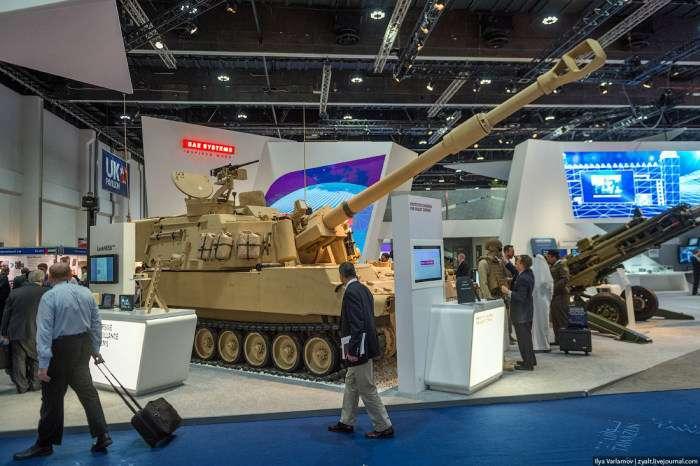 Фоторепортаж з виставки зброї International Defence Exhibition в Абу-Дабі (64 фото)