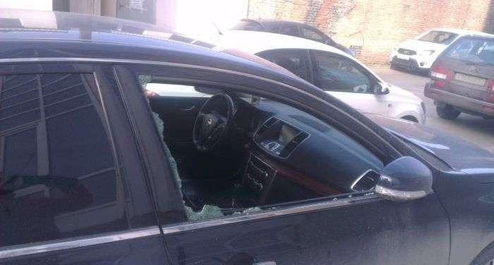 Покарання нахабного автомобіліста (4 фото)