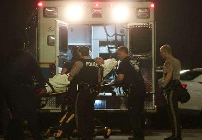 У Фергюсоне поранені двоє поліцейських (10 фото + відео)