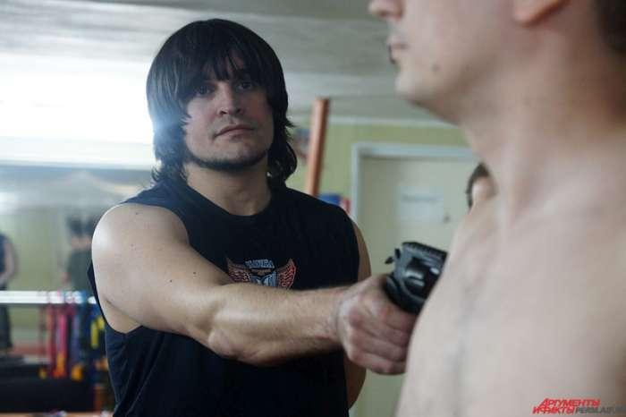 Валерій Єщенко з Пермі воскресив «Російську рулетку», зробивши її при цьому нешкідливою для здоровя (8 фото)