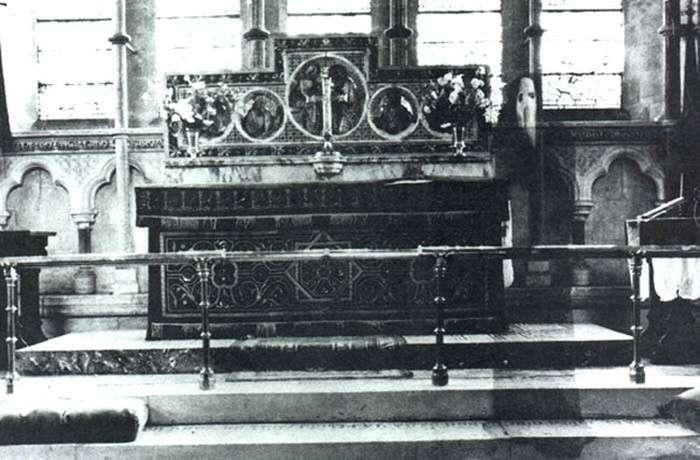У лондонському палаці Хемптон-Корт сфотографували привид «Сірої леді» (12 фото)
