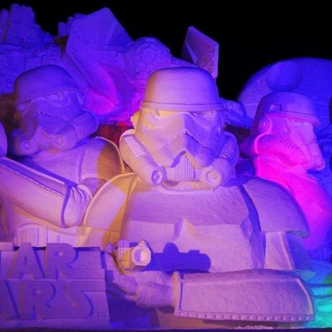 Снігова скульптура для фанатів Зоряних воєн (12 фото)