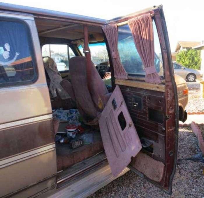 Американка знайшла в соєю машині більше 6 кілограм марихуани від минулого власника (9 фото)
