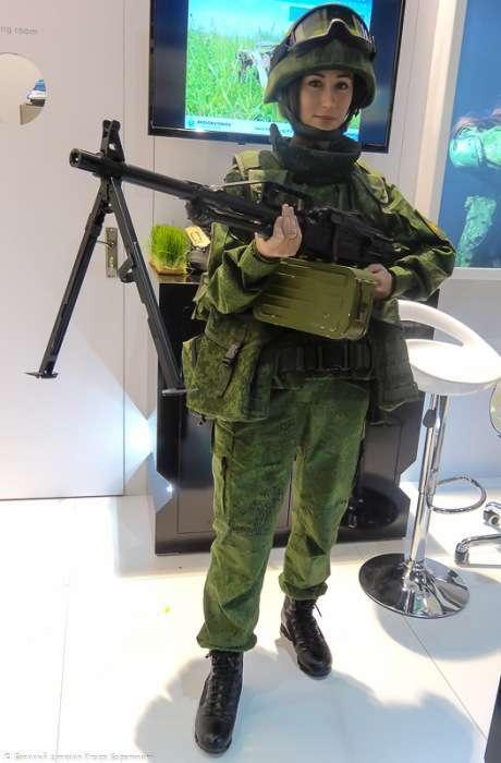 Климовський «ЦНИИТОЧМАШ» порадував публіку IDEX-2015 симпатичною кулеметницею (12 фото)