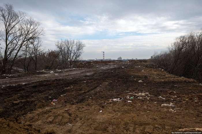 Нелегальне звалище побутових відходів в Москві (27 фото)