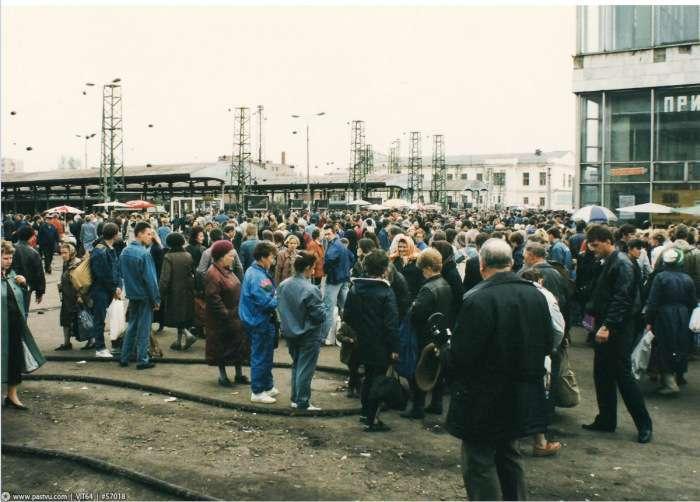 Це були 90-ті, ми торгували, як могли (61 фото)