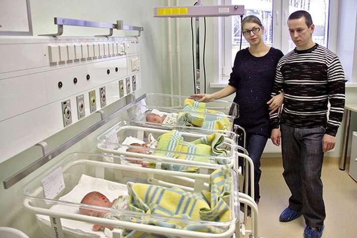Хлопець став батьком трійні (4 фото)