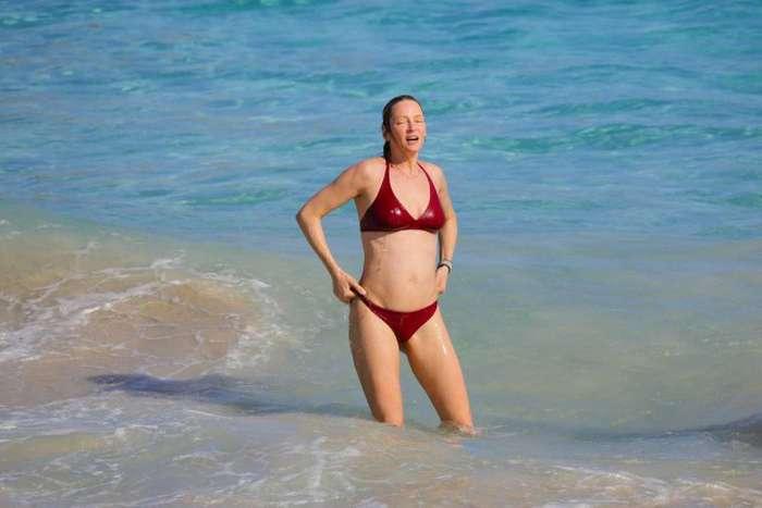 У мережу потрапили нові пляжні фото Уми Турман (8 фото)