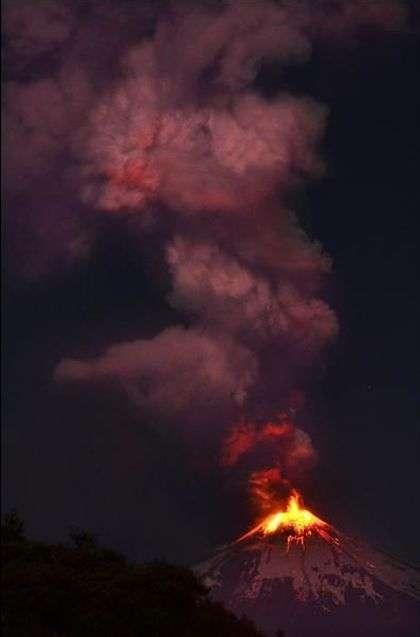 У Чилі почав вивергатися вулкан Вільярріка (15 фото)