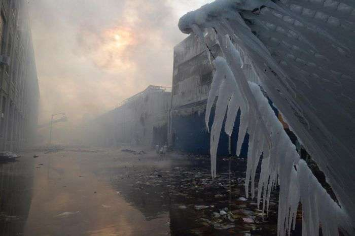 Наслідки пожежогасіння в зимовий час (11 фото)